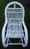 Fotel wiklinowy, bujany pomalowany na bia³o. 115 x 59, wys. 50/76/115, siedzisko szr 49, g³êb. 45, wys oparcia 82 cm.